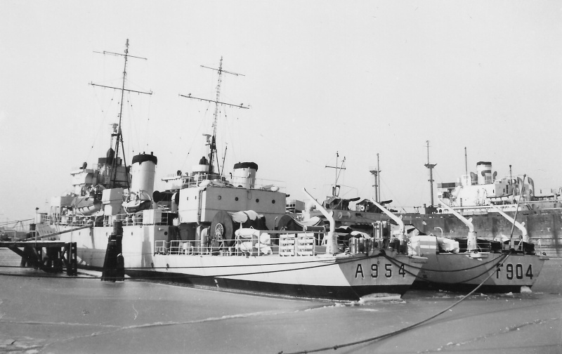 M900 / A954 Adrien De Gerlache (ex HMS Liberty) - Page 7 A_954_10