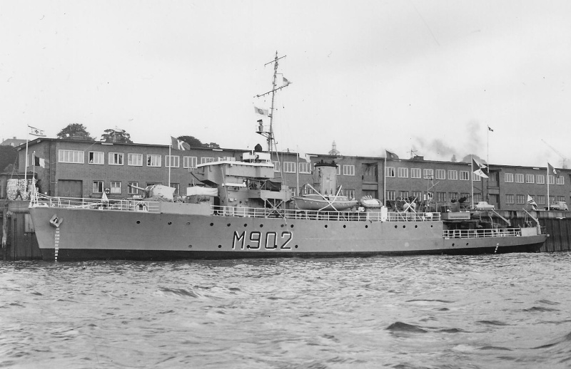 M902 J. E. Van Haverbeke (ex HMS Ready) M_902_13