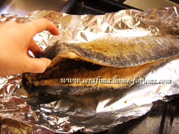 Рыба фаршированная петрушкой и чесноком Imag0039