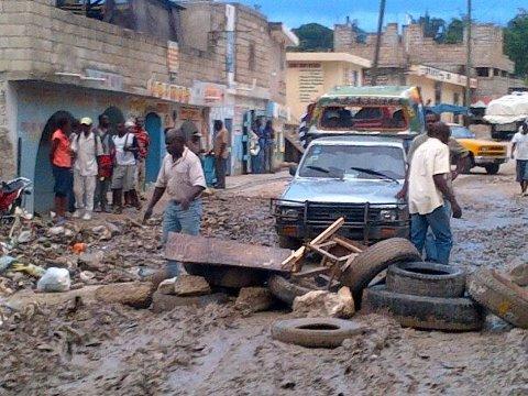La vie réélle à Delmas -Haiti sous le gouvernement Rose et Blanc  La_raa10