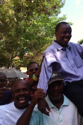 Sénateur Moise  le leader politique le plus populaire après Aristide Moise_10
