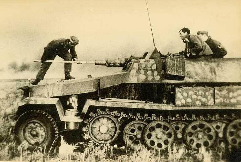 SDKFZ 251 le roi de la blitzkrieg - Page 3 251-9_11
