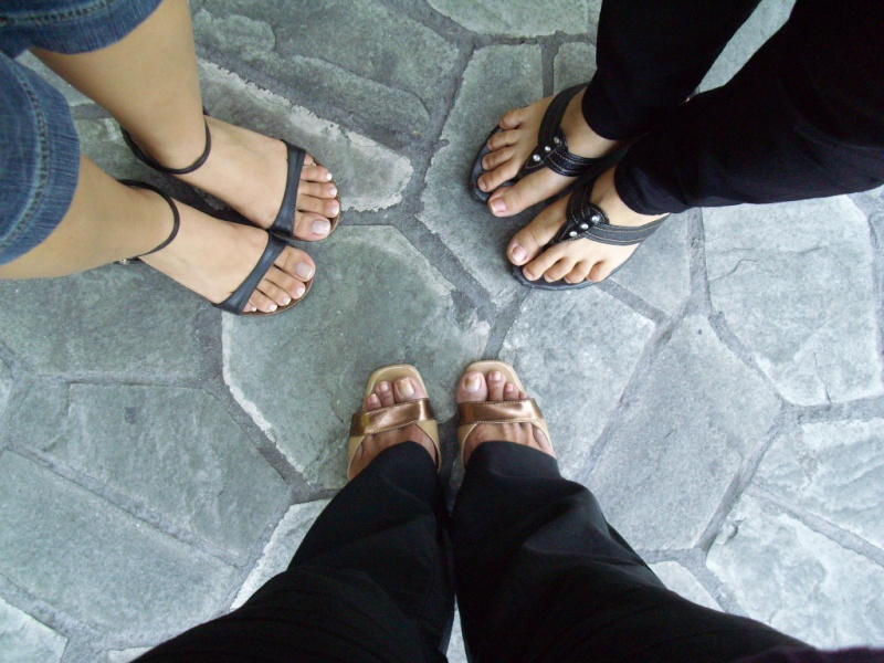 crazy,laura and pnai!!! where are your shoes???! Dsci0010