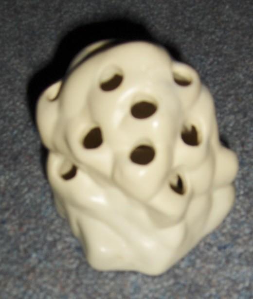 Frog (flower holder) for vase #430 - is it Crown Lynn? Frog_w10