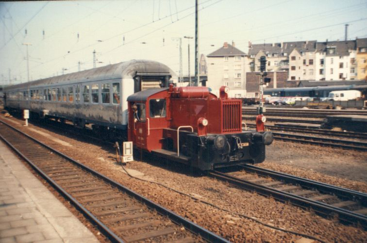 Kleindiesellok Köf II - DB-Baureihe 322-324 - DR BR 100 / 310 227