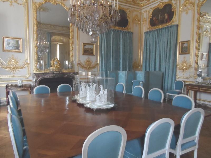 cest la salle manger utilis par louis xvi et la dernire salle manger de louis xv cette salle manger est cre en 1769 or lanne prcdente