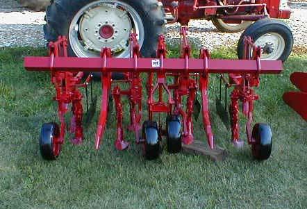 الجرار الزراعى1957 IH 350 Utility Tractor 05118013