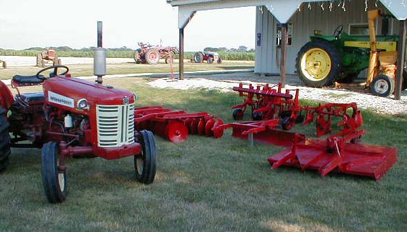 الجرار الزراعى1957 IH 350 Utility Tractor 05118016