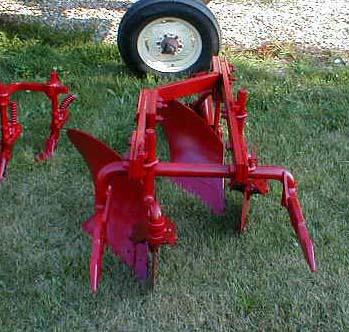 الجرار الزراعى1957 IH 350 Utility Tractor 05118018