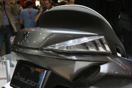 Peugeot 3 roues hybride, ça avance... Ar_peu10