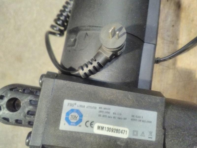 [résolu] test vérins, manque la télécommande Img_2150