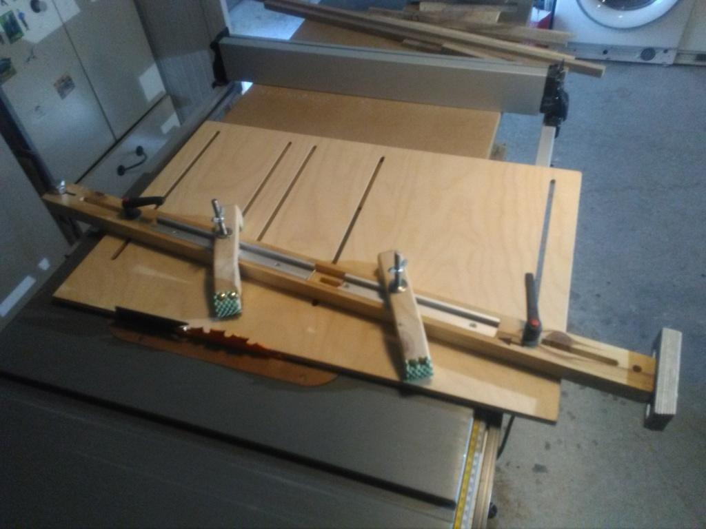 Gabarit de scie sous table pour joint en biseau (bois de bout) Img_2249