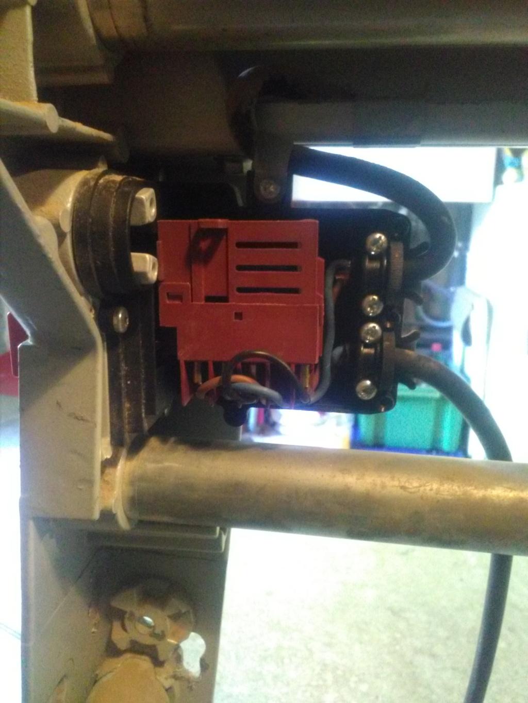 [Résolu]Problème élec Interrupteur sur scie sous table Img_2252