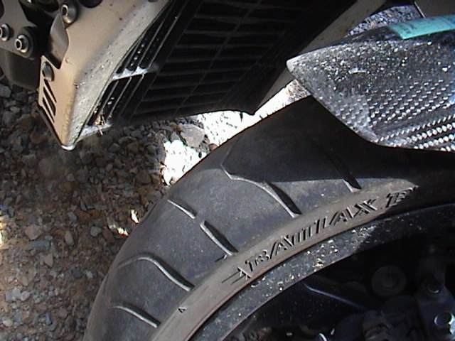 Usure du pneu avant Dsc00013