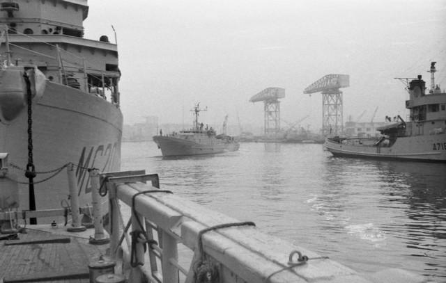 [Les ports militaires de métropole] TOULON au début des années 60 - Page 3 Matin_15