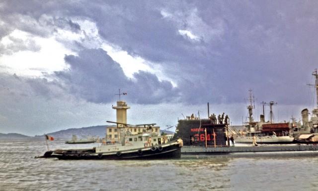 [Les ports militaires de métropole] TOULON au début des années 60 - Page 3 Minerv13