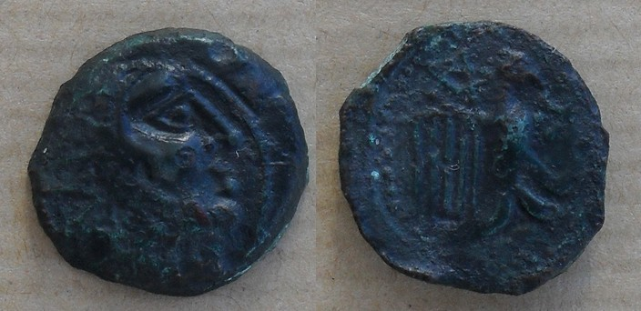 Petit bronze carnute à l'aigle et croisette [WM n° 7629] Bronze13