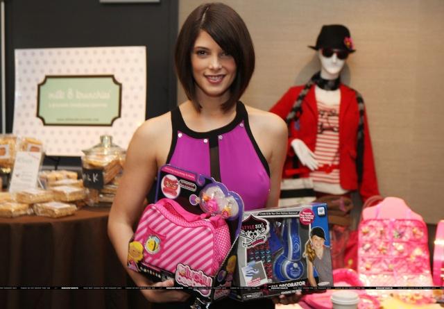 102.7 KIIS-FM gifting lounge for the Teen Choice Awards (7 août 2009) 00516