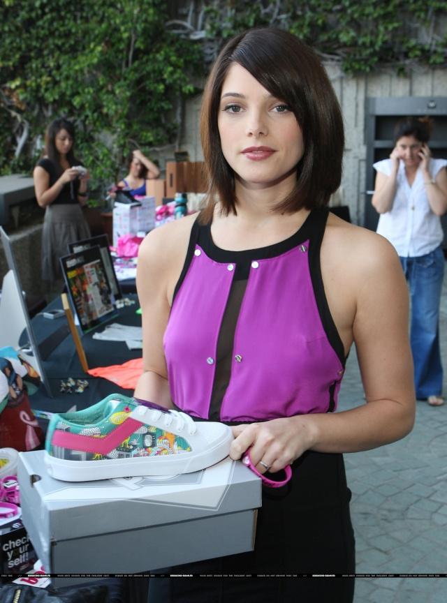 102.7 KIIS-FM gifting lounge for the Teen Choice Awards (7 août 2009) 00616