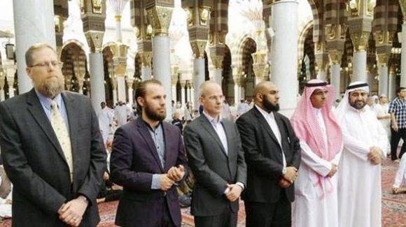 منتج فييلم مسيء للرسول يعتنق الإسلام 05173d10