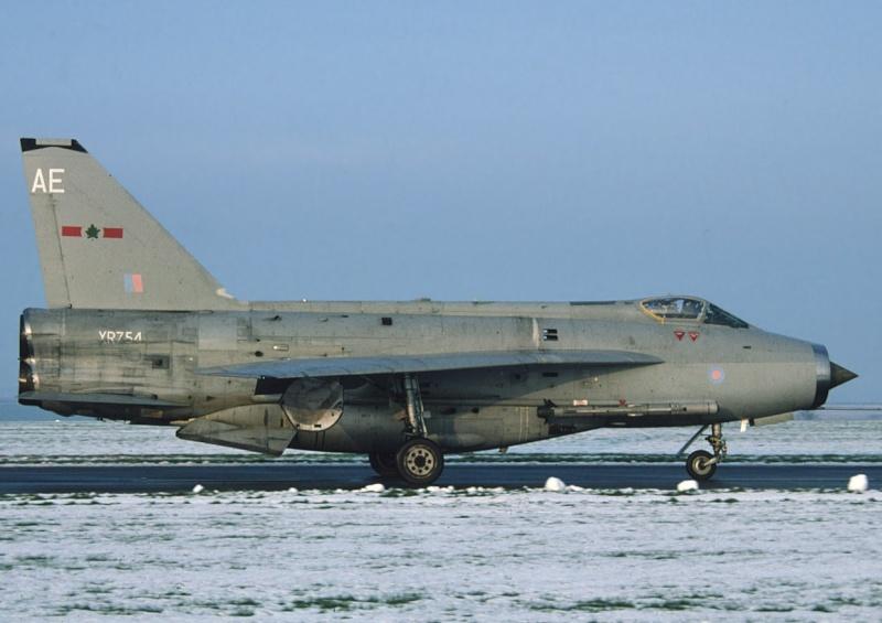 EE Lightning F-6 09893811