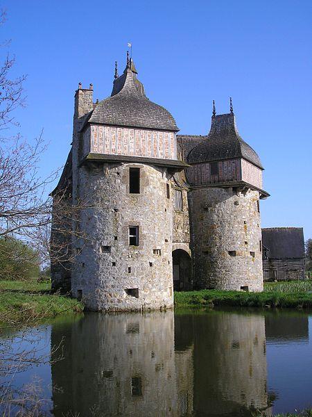 Les Chateaux de l'Orne 450px-20