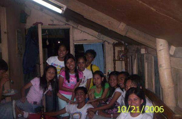 my most memorable picture with my classmates back in college..kakamiss! Wd_fd11