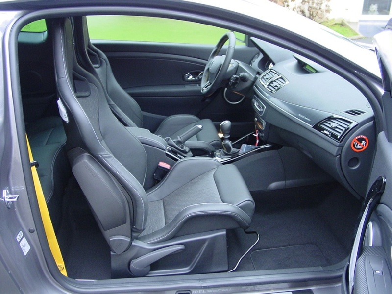 [Greglag3dci]Megane III RS 2.L turbo 265 ch Dsc07411
