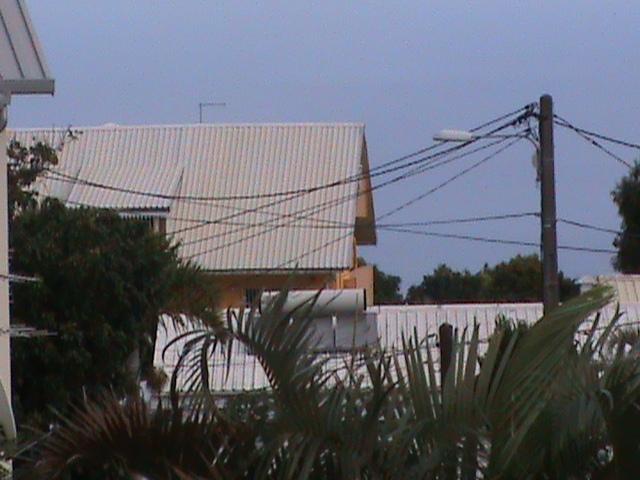 2011: le 01/01 à Entre 1h00 et 2h00 - Boules lumineuses oranges - Le Tampon - La Réunion (974) Le_fam10