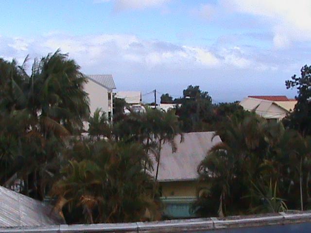 2011: le 01/01 à Entre 1h00 et 2h00 - Boules lumineuses oranges - Le Tampon - La Réunion (974) Vue_de10