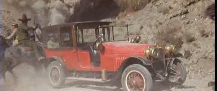 Les automobiles...dans le western. Vlcsna46