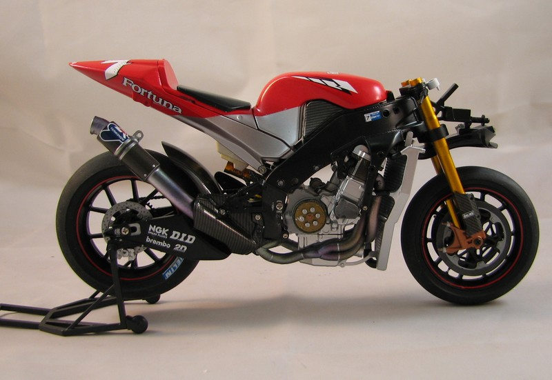yamaha M1 2004 team tech 3/fortuna - Page 2 00615