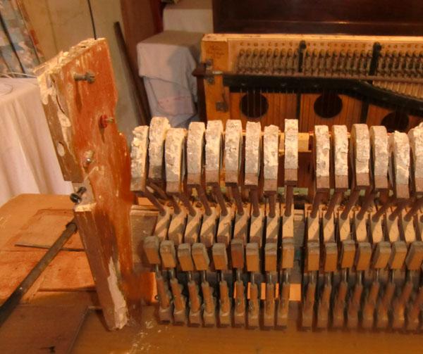 Harmonicorde et antiphonel Debain de 1863 Cimg4711