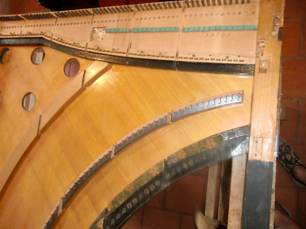 Restauration d'un harmonicorde Debain de 1863  Cimg4912