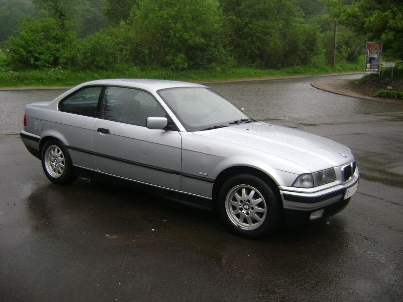 BMW 320i Coupé e36 de 1997 Dsc00619