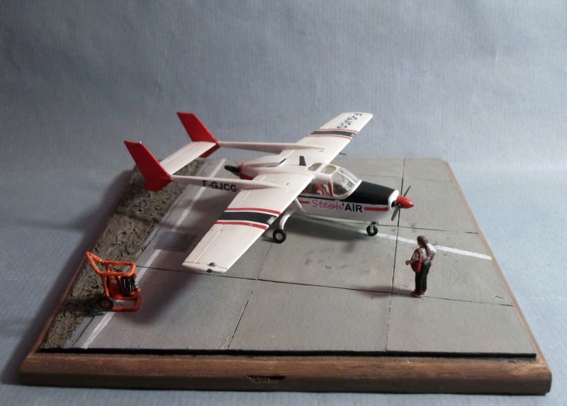 [Airfix] Cessna O2 - 1/72 - Page 2 Dscf8110