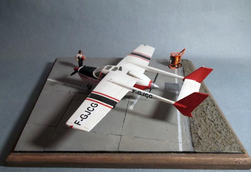 [Airfix] Cessna O2 - 1/72 - Page 2 Dscf8111