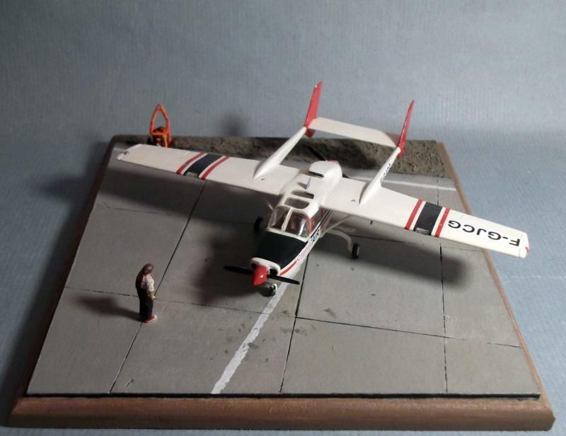 [Airfix] Cessna O2 - 1/72 - Page 2 Dscf8112