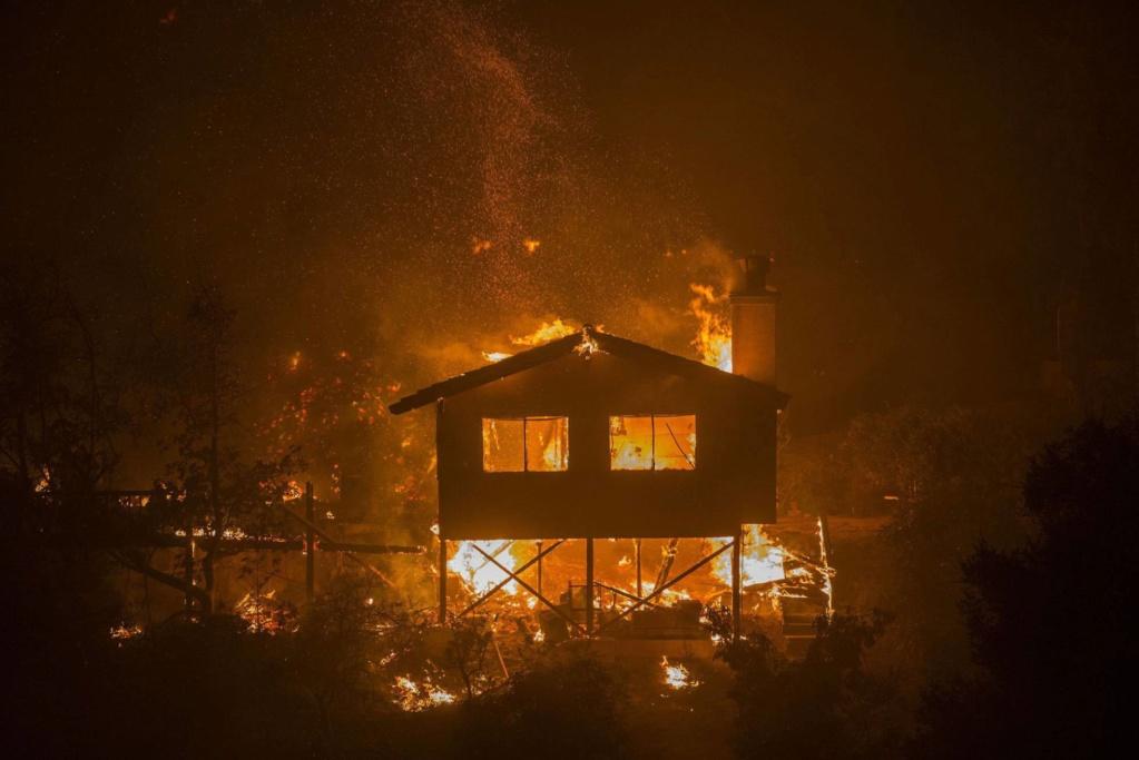 EEUU. Incendios. California: 230.000 personas evacuadas. 15129210