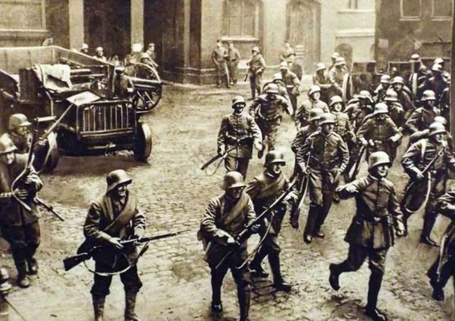 Parlamento, socialismo, violencia, Rosa Luxemburgo.La  contrarrevolución  en Alemania,   1918-19 Alzami10
