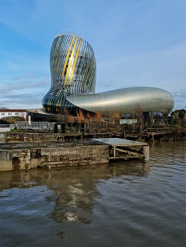 Bordeaux, la cité du vin vue de la Garonne. Bordea11