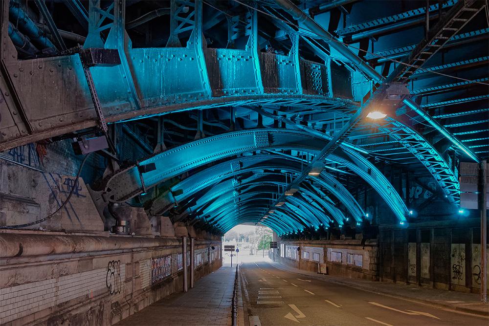 [Architecture_et_Graphisme] Cologne, passage souterrain éclairé  Cologn11