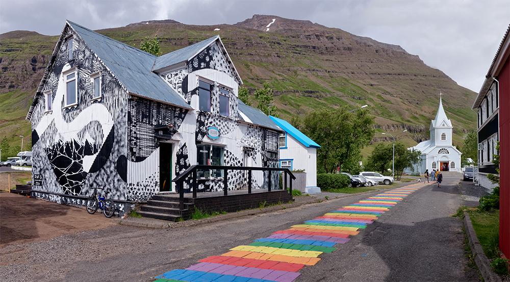 [Architecture_et_Graphisme] Seyðisfjörður du café à l'église P1020511
