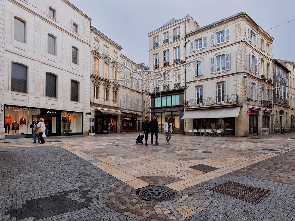 [Architecture_et_Graphisme] Place de la Caille, La Rochelle P1060111