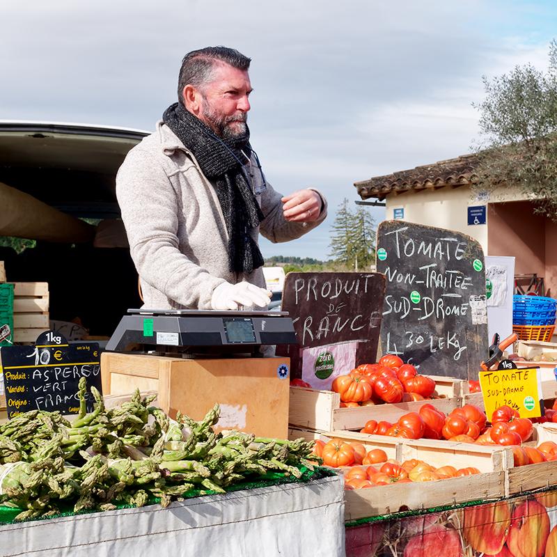 [Instants_de_vie_et_rue] Marché de Vaison, tomate non traitée P1070010