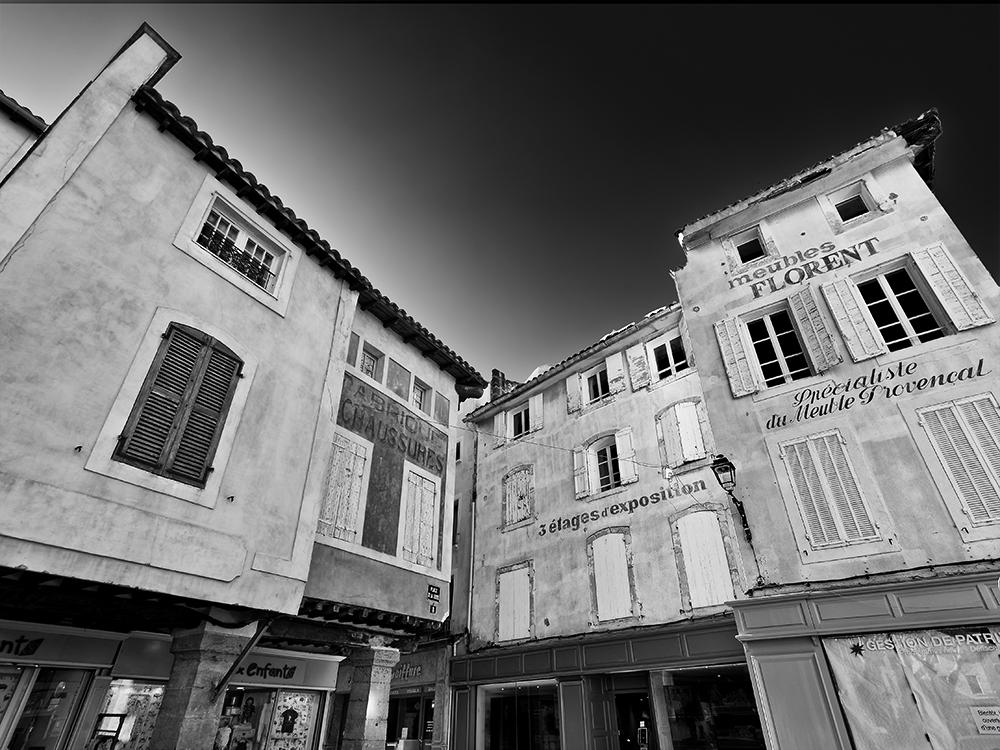 [Architecture_et_Graphisme] L'Isle-sur-la-Sorgue, anciennes enseignes P1070112