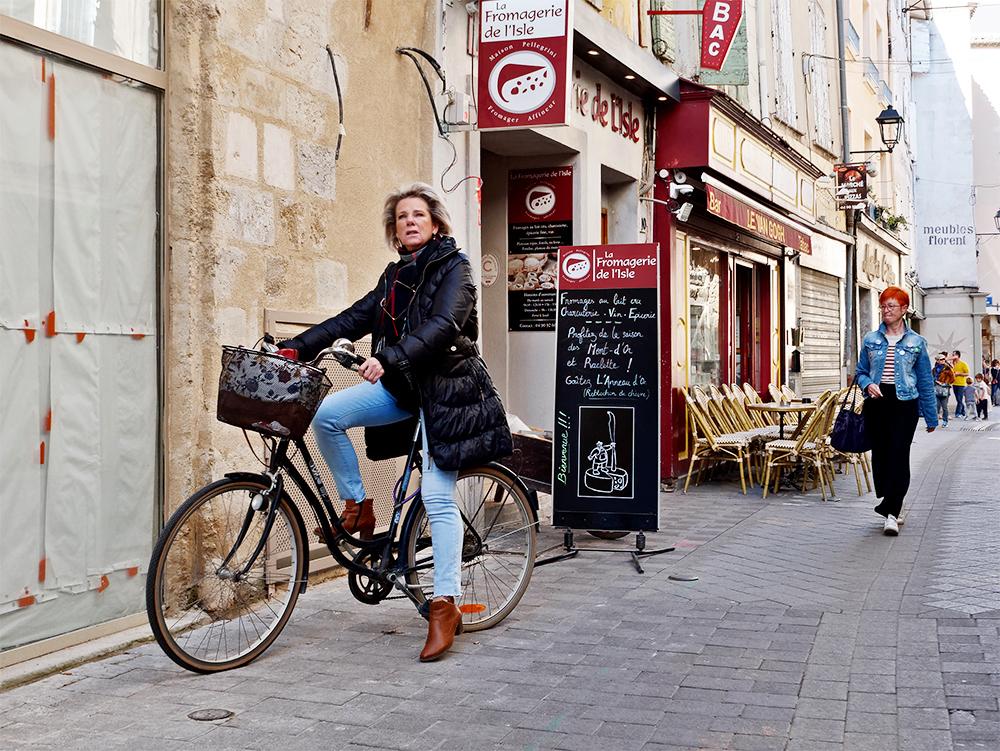 [Instants_de_vie_et_rue] Le vélo, ça décoiffe P1070115
