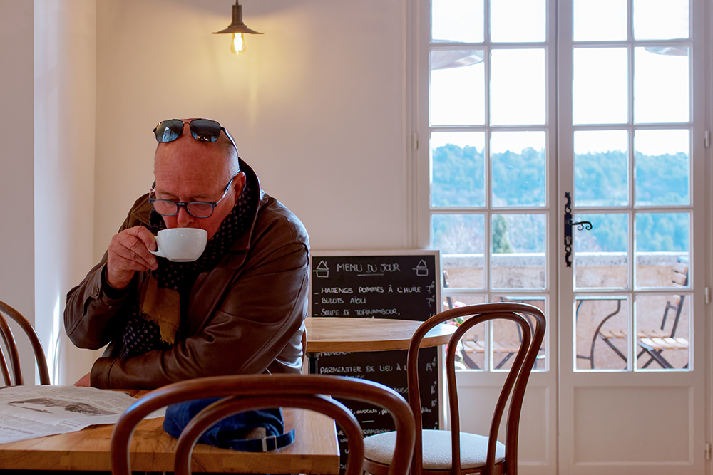 [Instants_de_vie_et_rue] Ménèrbes, le petit café du matin P1070212