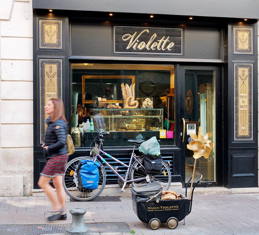 [Instants_de_vie_et_rue] Avignon, une dame pressée P1070410