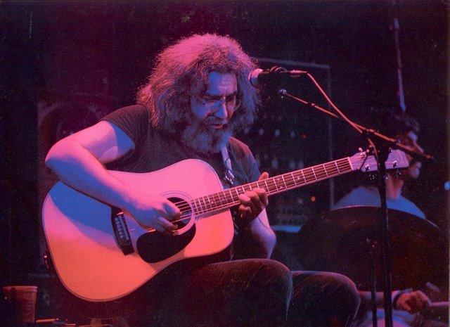 Grateful Dead - Pics - Page 4 1980je10